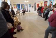 Výtvarný obor v divadle zahájil výstavu žáků druhého stupně.